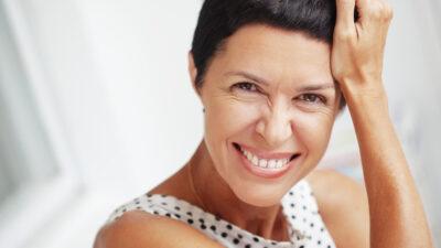 ¿Cómo afecta la menopausia a la salud bucodental?